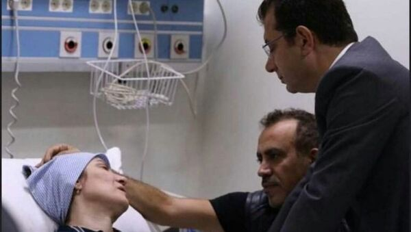 Neslican Tay'ın ailesini hastanede ziyaret eden İmamoğlu gözyaşlarını tutamadı - Sputnik Türkiye
