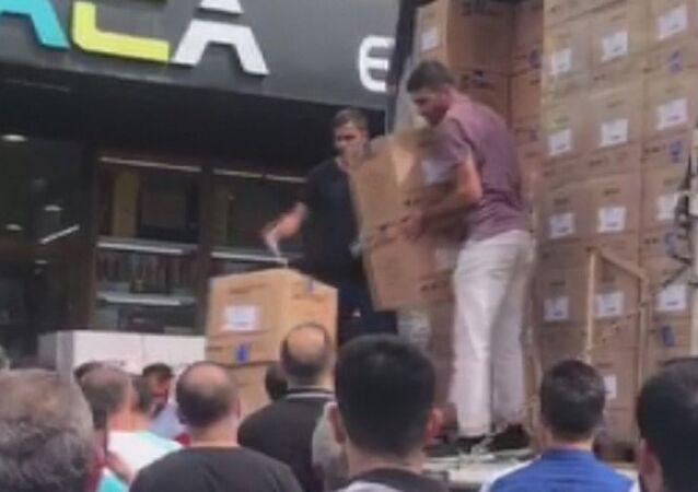 'Bir kamyon kavanoz kapağı yarım saatte tükeniyor': Toptancılar çarşısında kavanoz kapağı kuyruğu oluştu