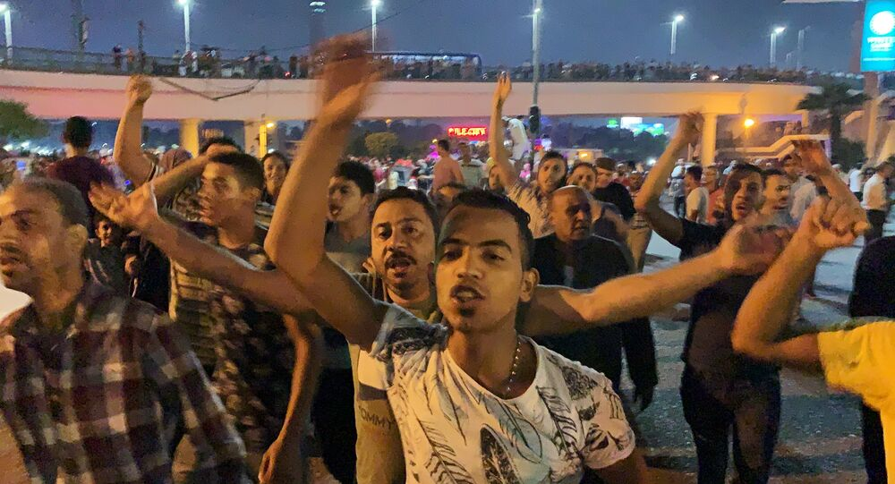 Small groups of protesters gather in central Cairo shouting anti-government slogans in Cairo, Egypt September 20, 2019.     REUTERS/Amr Abdallah Dalsh