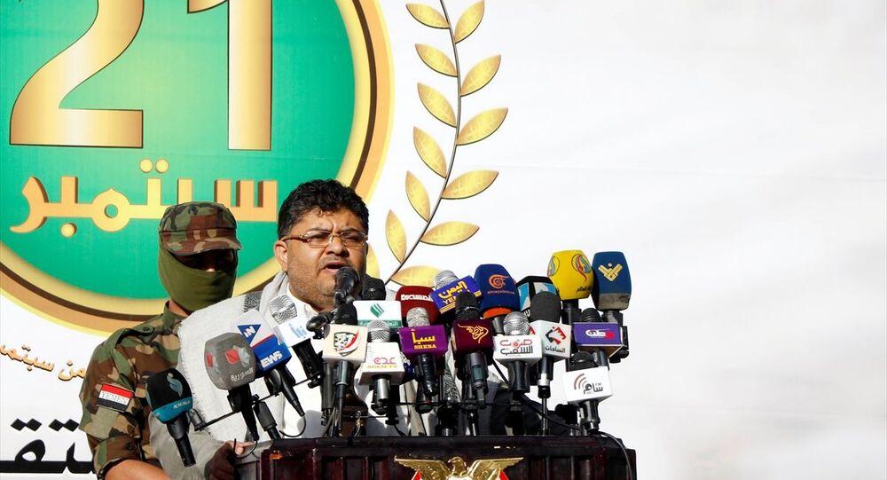 Yemen'in başkenti Sana'nın Husiler tarafından ele geçirilmesinin 5. yıl dönümü münasebetiyle başkentin farklı bölgelerinden bir araya binlerce kişi, Bab al Yaman caddesindeki etkinlik alanına doğru yürüyüş düzenledi. Etkinliğe katılan Husiler'in Yüksek Devrim Komitesi Başkanı Muhammed Ali el-Husi, konuşma yaptı.