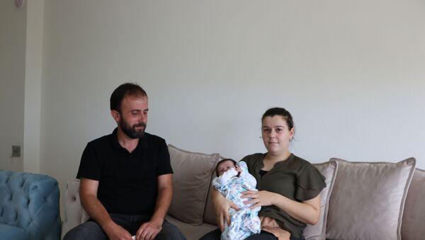 'Doğum sırasında bağırsak yırtıldı' iddiasına suç duyurusu: 'Doktor, 'Mesaim 8'de bitiyor' dedi - Elif Çoban - Sputnik Türkiye