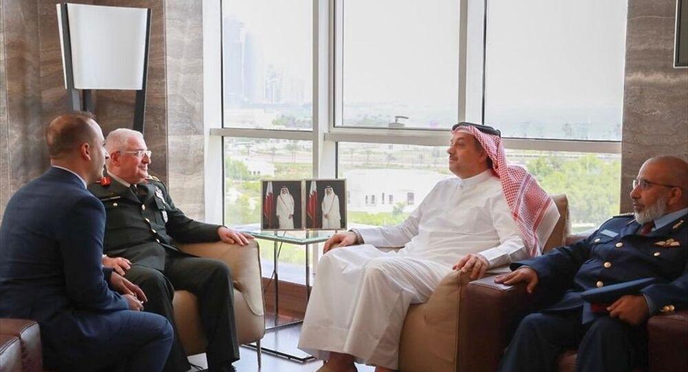 Genelkurmay Başkanı Orgeneral Yaşar Güler (sol 2), Katar Savunma Bakanı Halid bin Muhammed el-Atiyye (sağ 2) ile başkent Doha'da bir araya geldi. Görüşmeye, Katar Genelkurmay Başkanı Ganim bin Şahin el-Ganim (sağda) de katıldı.