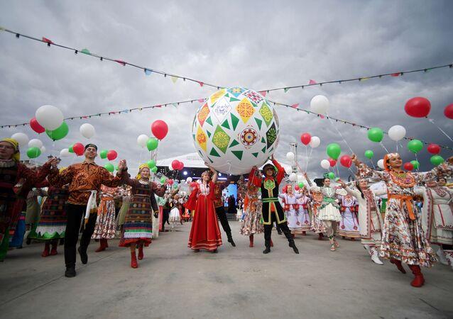 Rusya'ya bağlı Tataristan Cumhuryeti'nin başkenti Kazan'ın merkezinde düzenlenen Kültürel Mozaik isimli Etnik Festival'e yoğun katılım sağlandı.