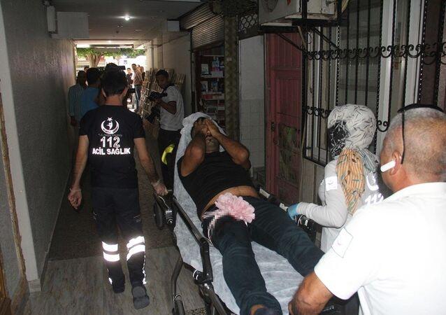 Adana'da vesikalık fotoğraf çektirmek isteyen bir kişi, fotoğrafçıyı bacağından vurup kaçtı.