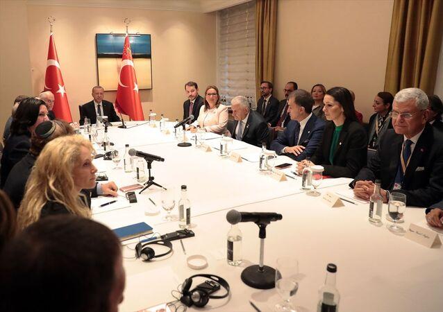 Cumhurbaşkanı Recep Tayyip Erdoğan, ABD'deki Yahudi kuruluş temsilcileri ile New York civarında yaşayan Musevi vatandaşları kabul etti.