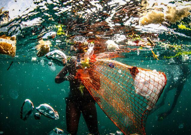 Yarışmanın finalistlerinden Türk yarışmacı Şebnem Coşkun çalışmasıyla İstanbul Boğazı'nın su kirliliği sorununa dikkat çekmeyi amaçlıyor.