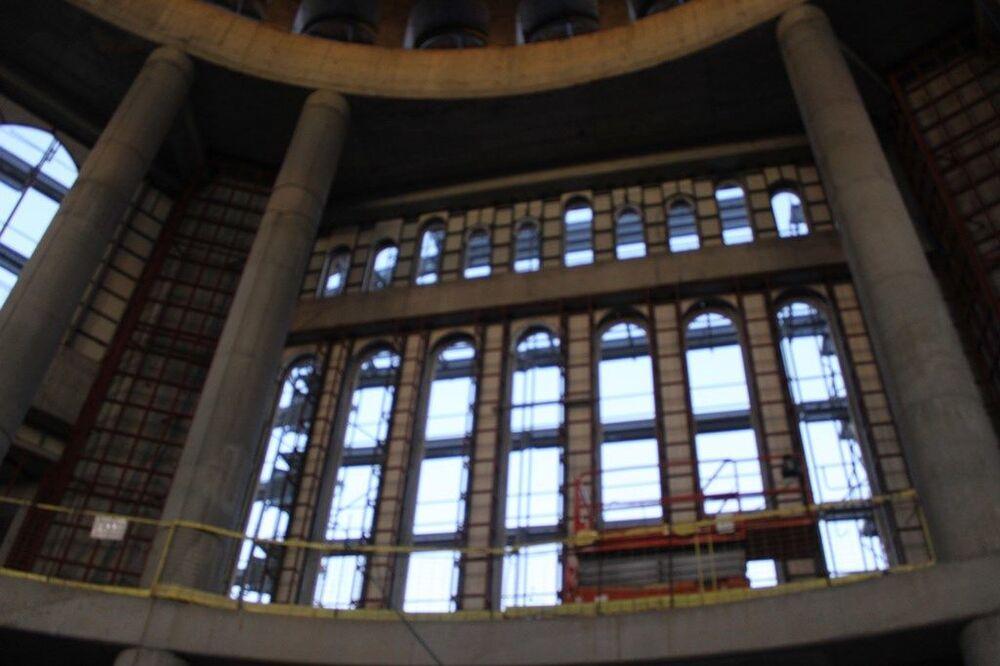Başkan Yıldız, yıl sonuna kadar caminin camlarının takılmış olacağını belirtirken ekim ayı sonunda minarelerinin kaplanacağını söyledi. Yıldız, bu çalışmaların ardından modern ve klasiği birlikte yansıtacak caminin iç süslemelerinin yapılmaya başlanacağını ifade etti.