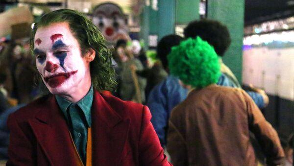 Joker filminin başrolündeJoaquin Phoenix - Sputnik Türkiye
