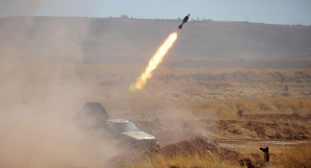 Rus ordusunun Suriyeli askerlere verdiği eğitim kapsamında Yafour Üssü'nden gerçekleştirilen bir füze fırlatılışı.