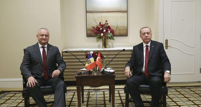 Birleşmiş Milletler 74'üncü Genel Kurul görüşmeleri için bulunduğu New York'ta resmi temaslarını sürdüren Türkiye Cumhurbaşkanı Recep Tayyip Erdoğan, Moldova Cumhurbaşkanı İgor Dodon ile görüştü.