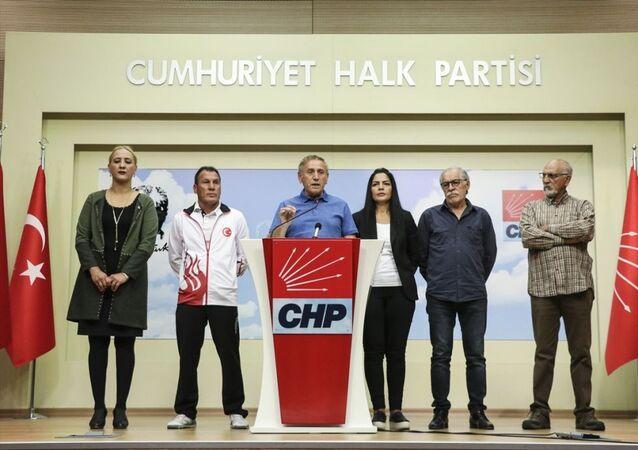 CHP Genel Başkan Yardımcısı Yıldırım Kaya, CHP Spor Kurulu üyeleri ile parti genel merkezinde basın toplantısı düzenledi