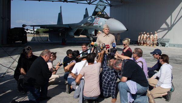 Batılı gazeteciler Suriye'deki Rus üsleri Hmeymim ve Tartus'a girdi - Sputnik Türkiye