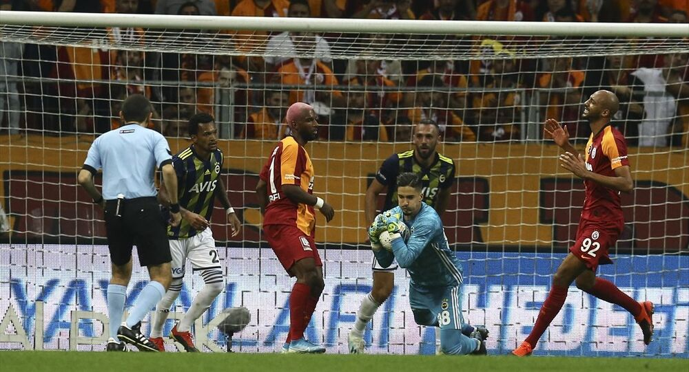 Süper Lig'in 6. haftasında Galatasaray ile Fenerbahçe arasında oynanan derbi 0-0 berabere bitti.