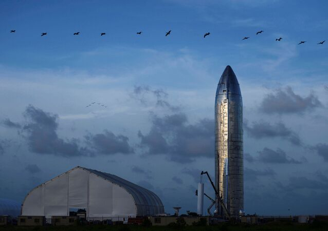 ABD'li roket ve uzay mekiği üreticisi SpaceX'in kurucusu ve Üst Yöneticisi Elon Musk, Ay'a, Mars'a ve farklı gezegenlere insan taşımayı hedefledikleri 'Starship' adlı roketin tanıtımını gerçekleştirdi.