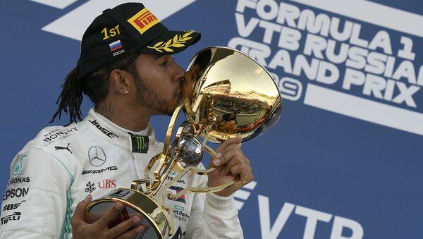 Rusya'nın Soçi kentinde düzenlenen Formula 1 2019 16. Grand Prix'sinin galibi Mercedes pilotu Lewis Hamilton oldu - Sputnik Türkiye