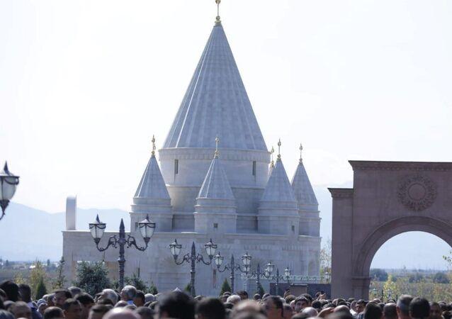 Dünyanın en büyük Ezidi ibadethanesi Ermenistan'da hizmete girdi