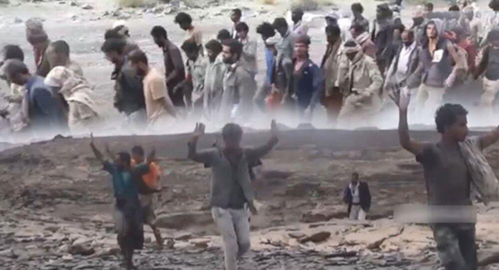 Husilerin askeri sözcüsü Yahya Seri, düzenlediği basın toplantısı kapsamında, esir aldıklarını iddia ettiği koalisyon askerlerinin görüntülerini yayınladı.