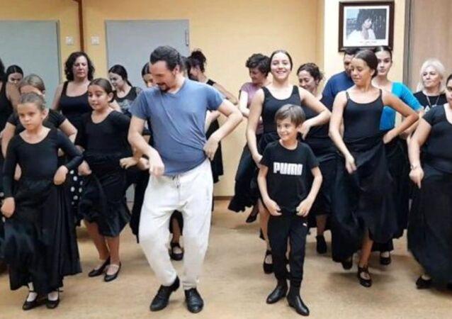 İspanya'daki bir dans okulu, Türkiye'deki düğünlerin vazgeçilmez şarkısı haline gelen 'Erik Dalı'na hazırladığı koreografi ile sosyal medyada gündem oldu.
