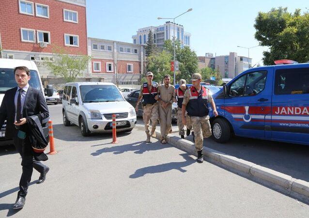 Suriye'den yasa dışı yollarla Türkiye'ye geçmeye çalışan IŞİD'in 'Tel Abyad emiri' H.İ., Şanlıurfa'nın Akçakale ilçesinde yakalandı