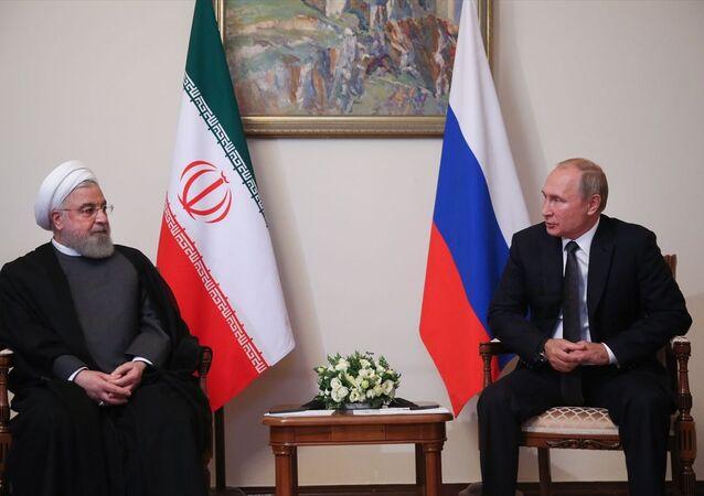 İran Cumhurbaşkanı Hasan Ruhani (solda) ile Rusya Devlet Başkanı Vladimir Putin (sağda), Ermenistan'ın başkenti Erivan'da bir araya geldi.