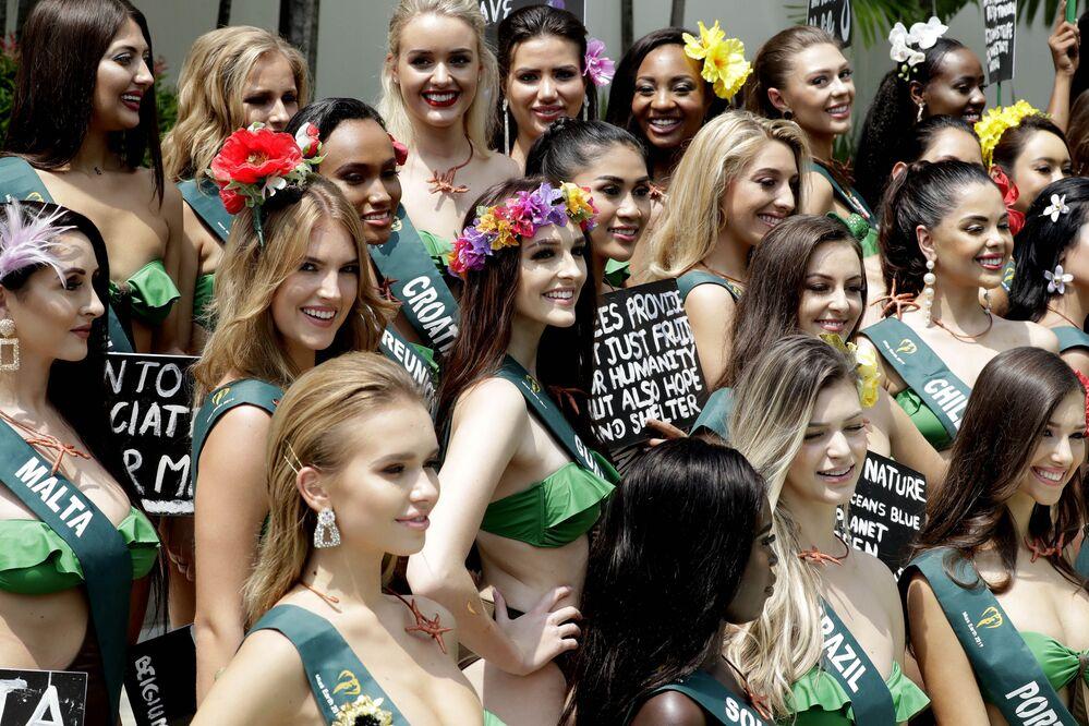2001 yılından bu yana her yıl düzenlenen Miss Earth (Yeryüzü Güzeli) güzellik yarışmasının bu yılki adayları Manila'da fotoğraf çekiminde poz veriyor.