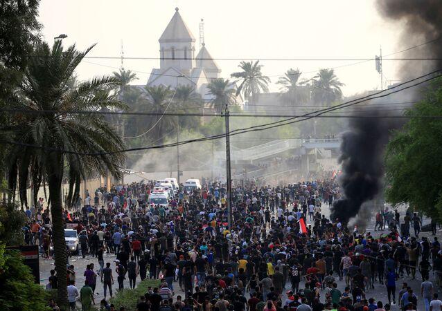 Irak'ın başkenti Bağdat'ta hükümete karşı işsizlik ve yolsuzluk protestoları