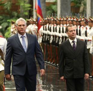 Küba'yı ziyaret eden Rusya Başbakanı Medvedev ve ev sahibi Devlet Başkanı Miguel Diaz-Canel