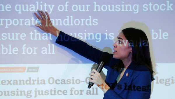U.S. Rep. Alexandria Ocasio-Cortez (D-NY)  speaks during a town hall in New York, U.S., October 3, 2019.  REUTERS/Lucas Jackson - Sputnik Türkiye