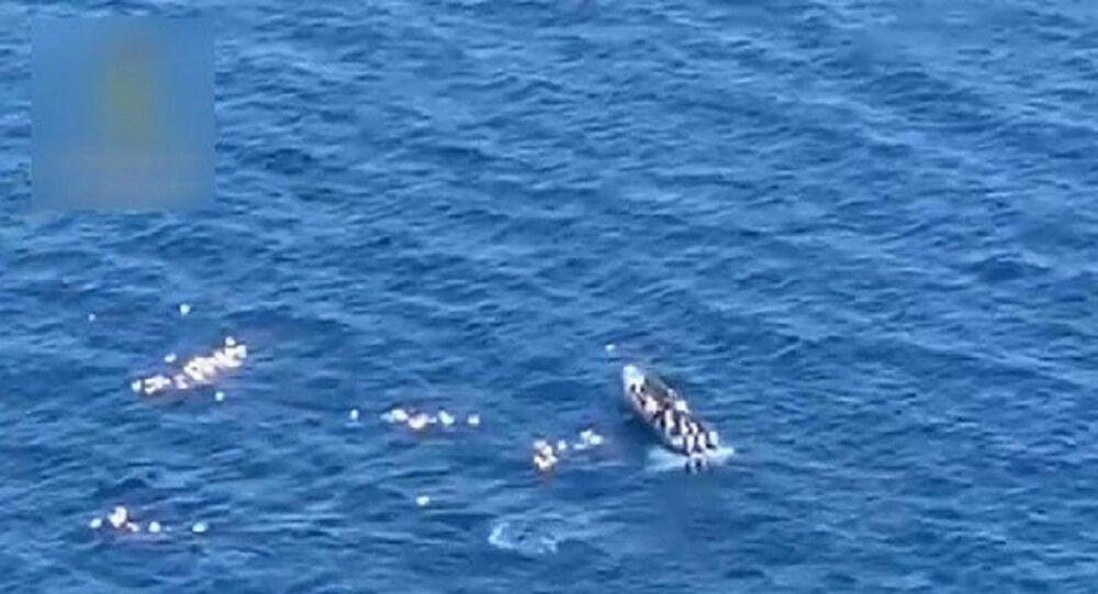 Denize düşen polisleri, kovaladıkları kaçakçılar kurtardıDenize düşen polisleri, kovaladıkları kaçakçılar kurtardı