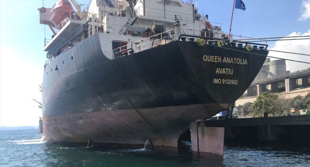 İzmit Körfezi'ni kirleten kuru yük gemisine, 1 milyon 772 bin lira ceza uygulandı.