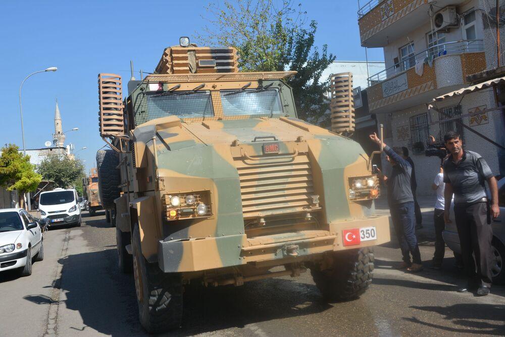 Akçakale'deki Türk askeri araçları.