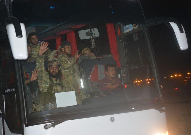 TSK, Barış Pınarı Harekatı için Tel Abyad sınırına 500 ÖSO militanı ile ağır silah gönderdi.