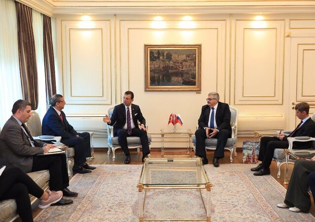 Rusya'nın Ankara Büyükelçisi Aleksey Yerhov ile  İstanbul Başkonsolosu Andrey Buravov, İstanbul Büyükşehir Belediye Başkanı Ekrem İmamoğlu'nu ziyaret etti.