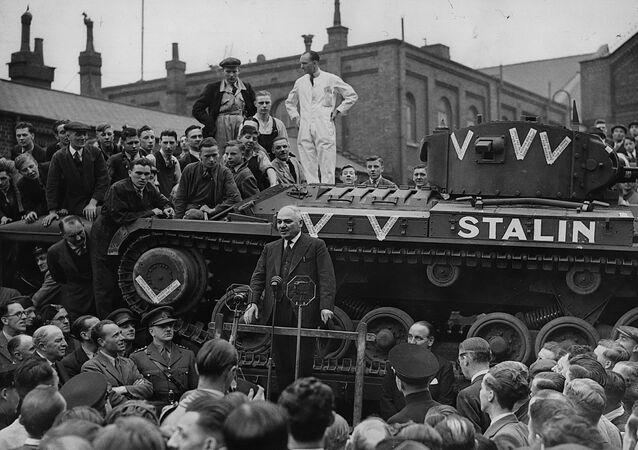 İkinci Dünya Savaşı'nda SSCB'den yola çıkan ilk Sovyet tankı