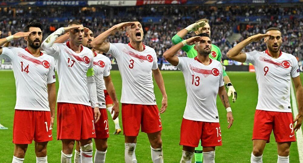 Türkiye, Fransa deplasmanında zoru başardı