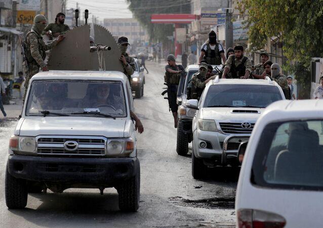 Suriye Milli Ordusu (SMO-eski adıyla Özgür Suriye Ordusu/ÖSO) militanları, silah monte edilmiş kamyonetle Tel Abyad'da turlarken, 15 Ekim 2019