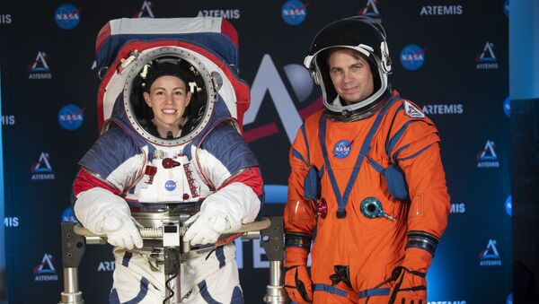 NASA, astronotların yeni giysilerini görücüye çıkardı - Sputnik Türkiye