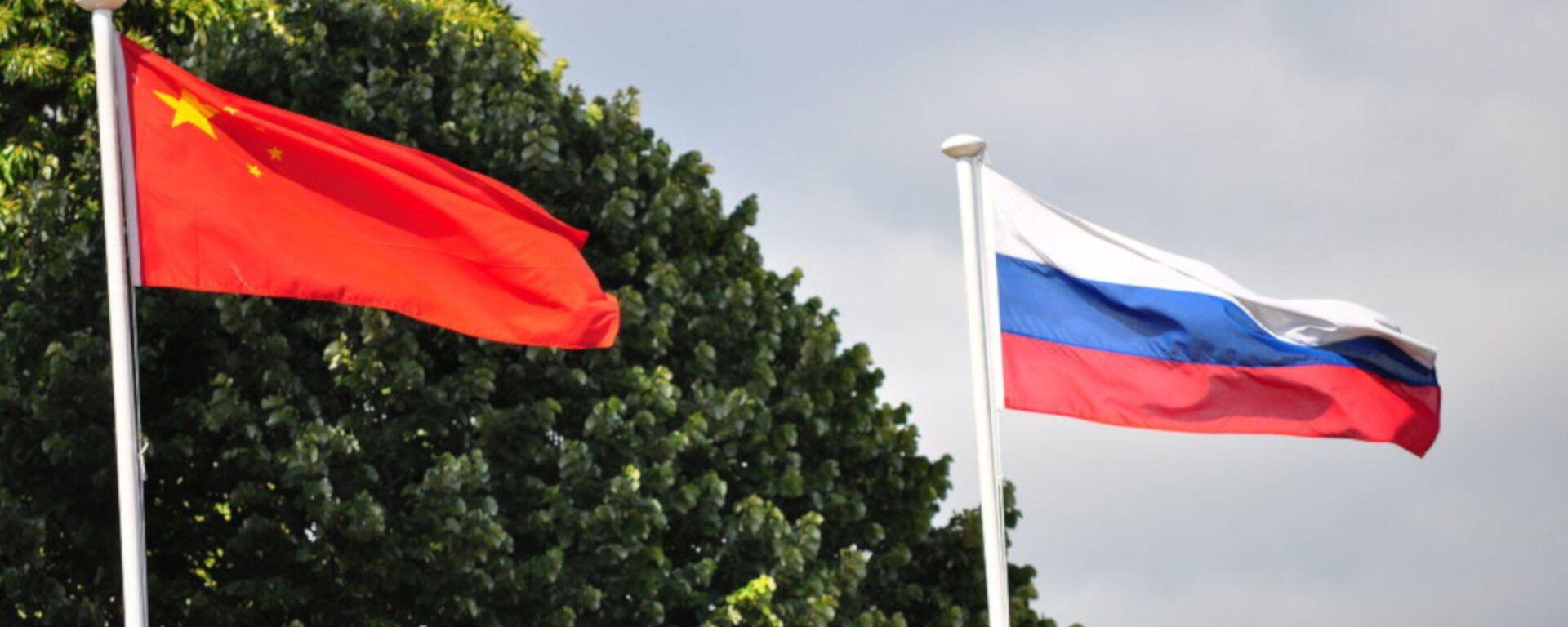 Rusya ile Çin bayrakları - Sputnik Türkiye, 1920, 10.08.2021