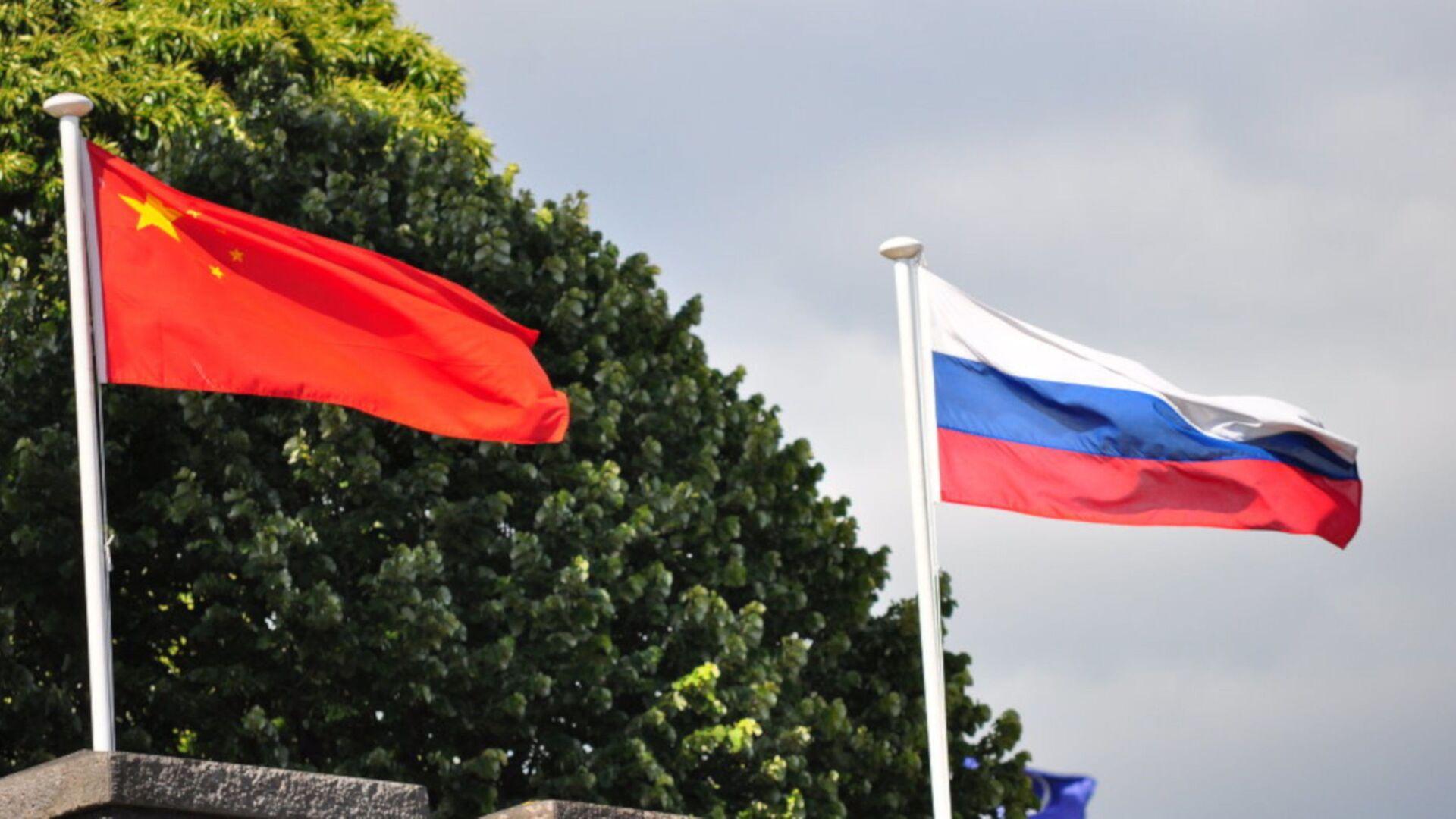 Rusya ile Çin bayrakları - Sputnik Türkiye, 1920, 05.08.2021