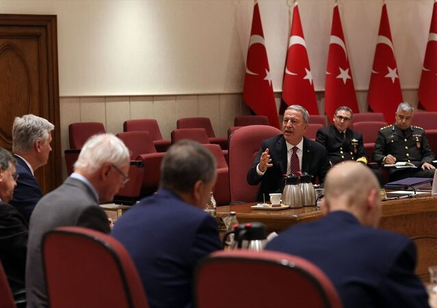 Milli Savunma Bakanı Hulusi Akar, ABD Ulusal Güvenlik Danışmanı Robert Charles O'Brien ve beraberindeki heyeti kabul etti.