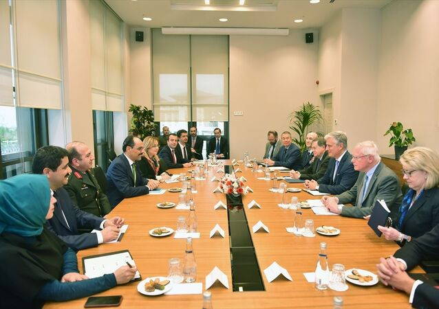 Cumhurbaşkanlığı Sözcüsü İbrahim Kalın, ABD Ulusal Güvenlik Danışmanı Robert O'Brien başkanlığındaki heyeti Cumhurbaşkanlığı Külliyesinde kabul etti.
