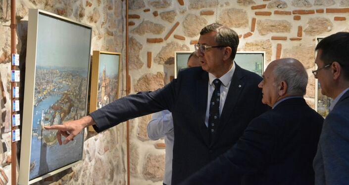 Rusya Federasyonu İstanbul Başkonsolosu Andrey Buravov, 'İstanbul-St. Petersburg: Suya Yansıyan Tarih' sergisinin açılışında