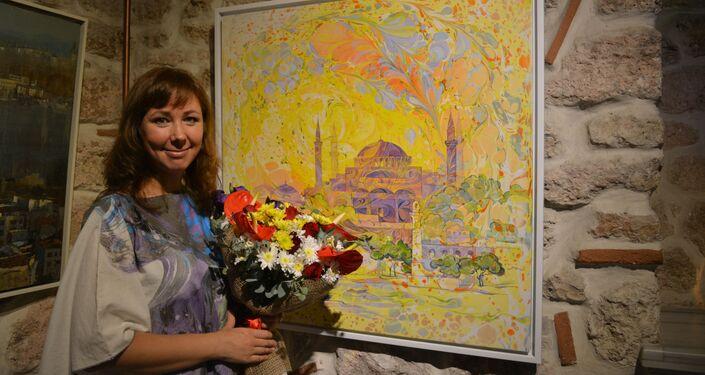Serginin küratörlüğünü üstlenen Türk-Rus sanatçı Aygül Okutan kendi eseriyle