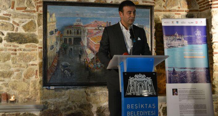 Beşiktaş Belediye Başkanı Rıza Akpolat, serginin açılışında bir konuşma gerçekleştirdi.