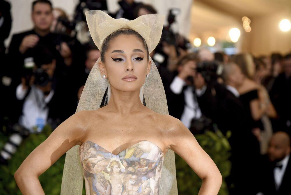 Listenin 4. sırasında yer alan ABD'li oyuncu ve şarkıcı Ariana Grande.