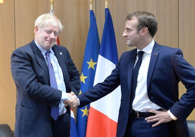 AB liderler zirvesinde Britanya Başbakanı Boris Johnson ile Fransa Cumhurbaşkanı Emmanuel Macron'dan 'anlaşma pozu'