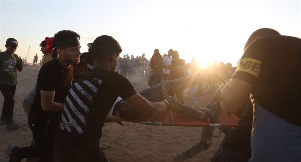Gazze'nin Refah kentinin doğusundaki İsrail sınırında toplanan Filistinliler, gösteri düzenledi. İsrail güçleri, gösteriye göz yaşartıcı gazla müdahale etti.