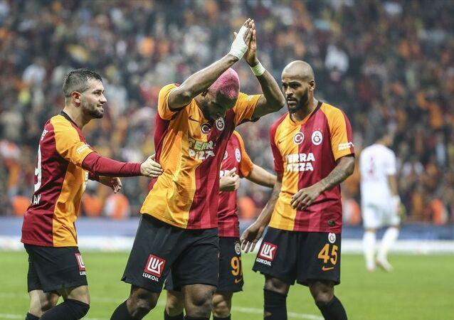 Galatasaray, Süper Lig'in 8. hafta maçında Demir Grup Sivasspor ile Türk Telekom Stadı'nda karşılaştı. Galatasaray'ın golünü atan Ryan Babel (ortada), sevincini takım arkadaşlarıyla paylaştı.