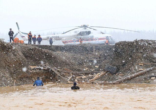 Rusya'nın Krasnoyarsk Bölgesi'nde baraj çöktü