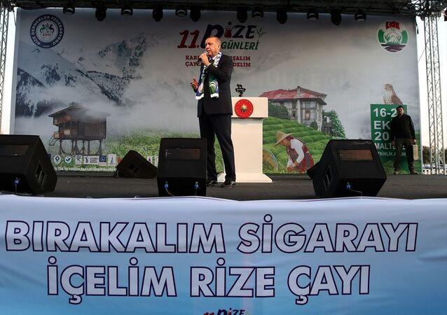 Recep Tayyip Erdoğan, İstanbul'daki 11. Rize Tanıtım Günleri kapsamında Bırakalım Sigarayı, İçelim Rize Çayı programında konuşma yaparken